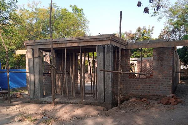 Krankenstation und Bibliothek im Rohbau fertig